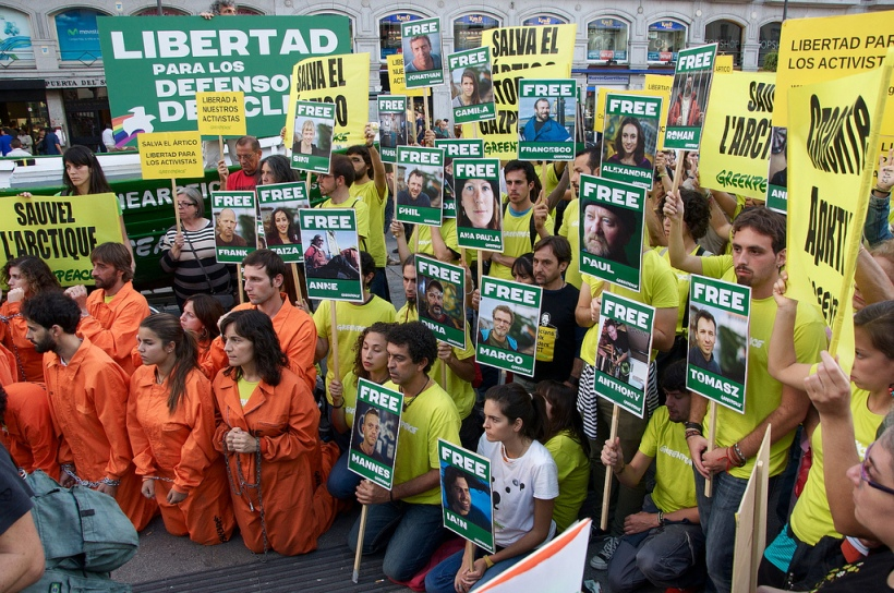 Free The Arctic 30 - Protest in Madrid, 5 October 2013. Photo: fotografar via Flickr.