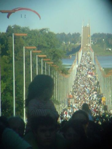 Photo: Mobilization on the international bridge during Papelera case.