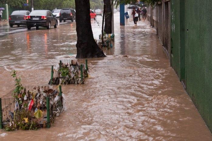 Superakvego_en_Rio_de_Janeiro_en_2010_liencf_Niterói_6_strato