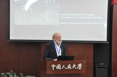 Donald Worster introducing the keynote speaker, Dagmar Schäfer. Photo: Liu Shahang.
