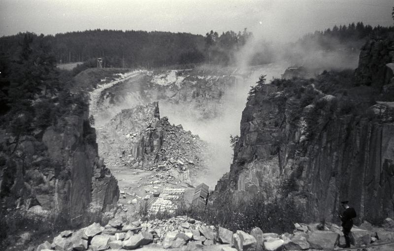KZ Mauthausen, Sprengungen im Steinbruch