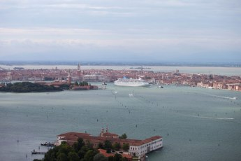 Cruise ships come and go in Venice, Italy. Photo by Jeroen Komen via Wikimedia Commons. Available under a CC BY-SA 2.0 license.